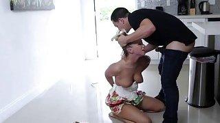 Luscious babe Bailey Brooke sucking cock