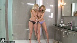 Curly blondies Bianca Golden and Blue Angel in lesbo workout