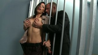 Sexy Juelz Ventura seduces detective officer to get out of jail