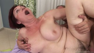 Young dude drills hard hussy momma Eva G